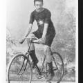 Universo-T-shirt_Miteeca_A5_Konstantinidis-Aristidis_Olimpiadi-Atene_1896